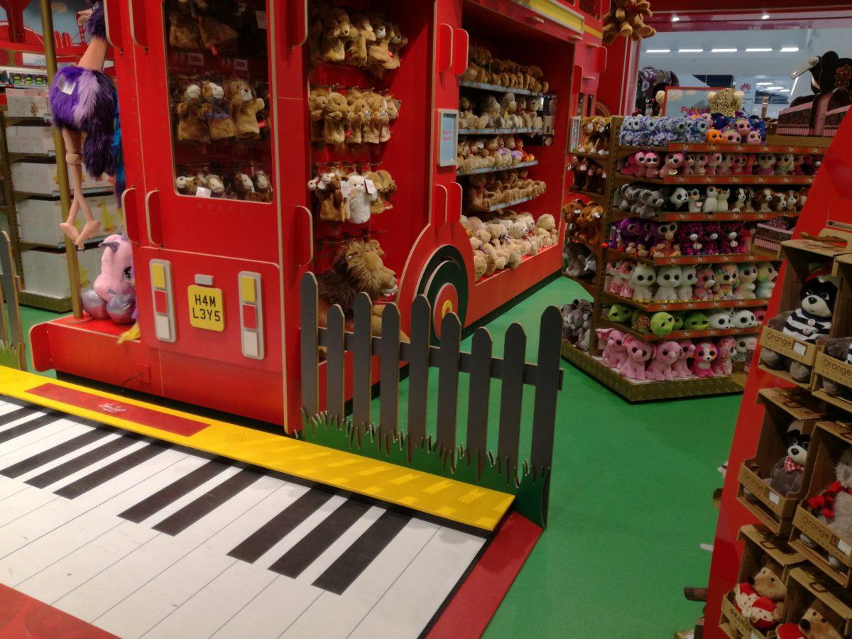 Hamleys_sklep z zabawkami 9_atrakcje dla dzieci_Warszawa_rodzinnykomas.pl