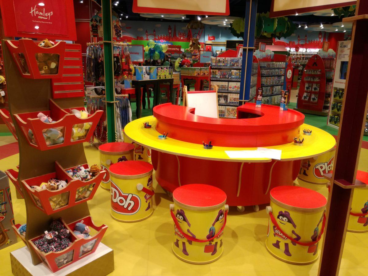 Hamleys_sklep z zabawkami _atrakcje dla dzieci_Warszawa_rodzinnykomas.pl