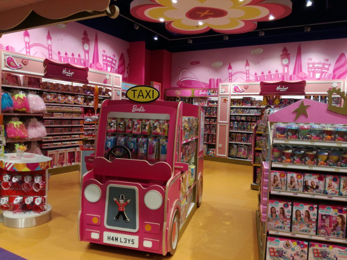Hamleys_sklep z zabawkami_atrakcje dla dzieci_Warszawa_rodzinnykomas.pl