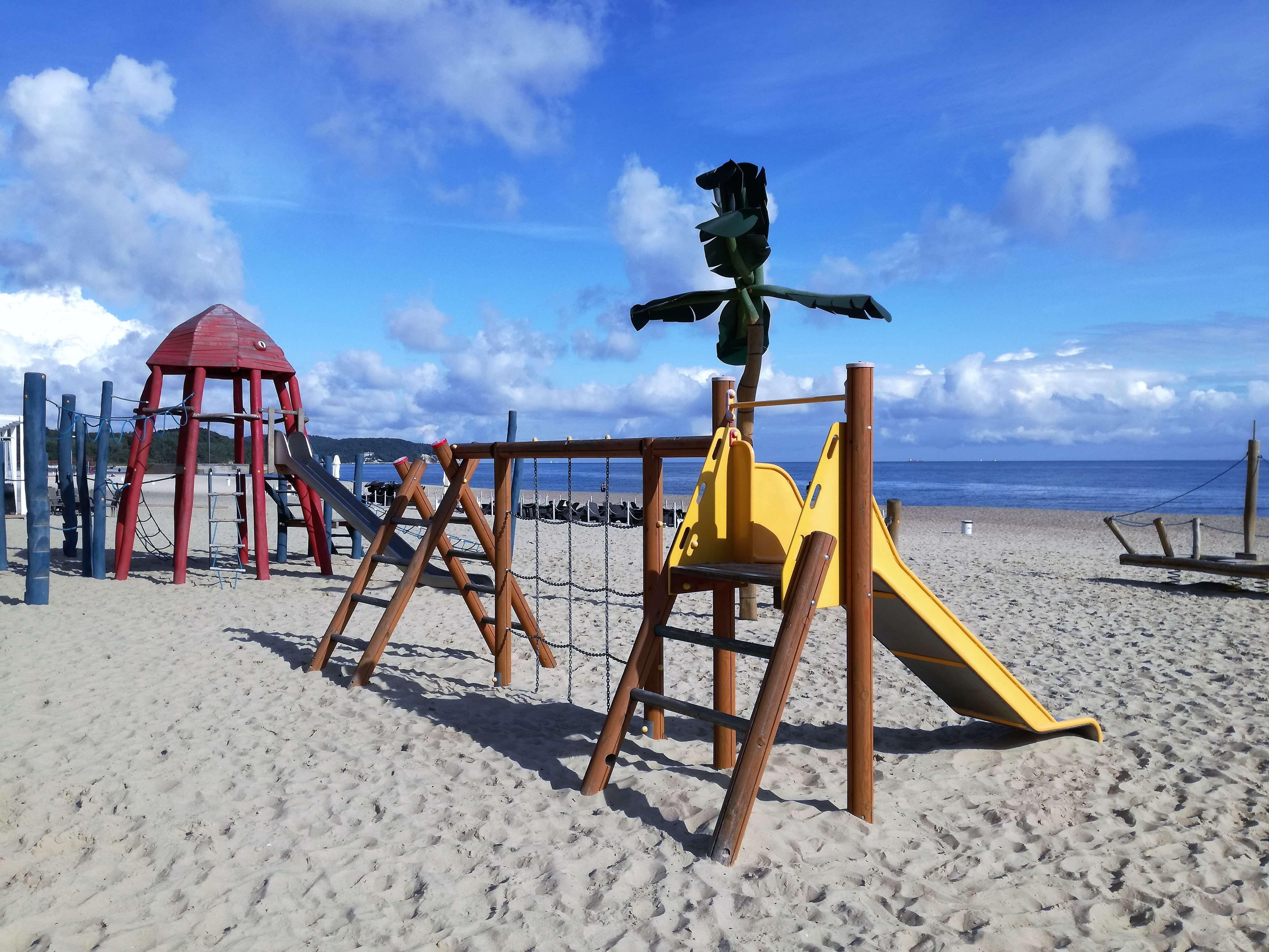 Plac zabaw na plaży Sopot 1_atrakcje dla dzieci Sopot - rodzinnykompas.pl