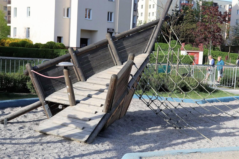 Park Nad Balatonem 8 - park Warszawa - plac zabaw Warszawa - rodzinnykompas.pl