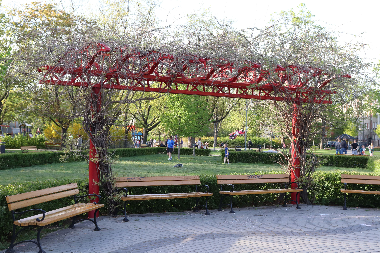 Park OPAK 4 - plac zabaw Warszawa - rodzinnykompas.pl