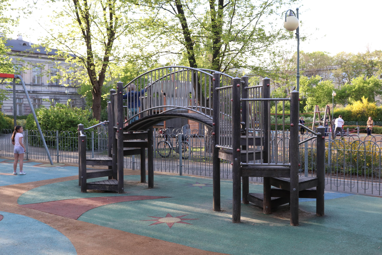 Park OPAK 10 - plac zabaw Warszawa - rodzinnykompas.pl