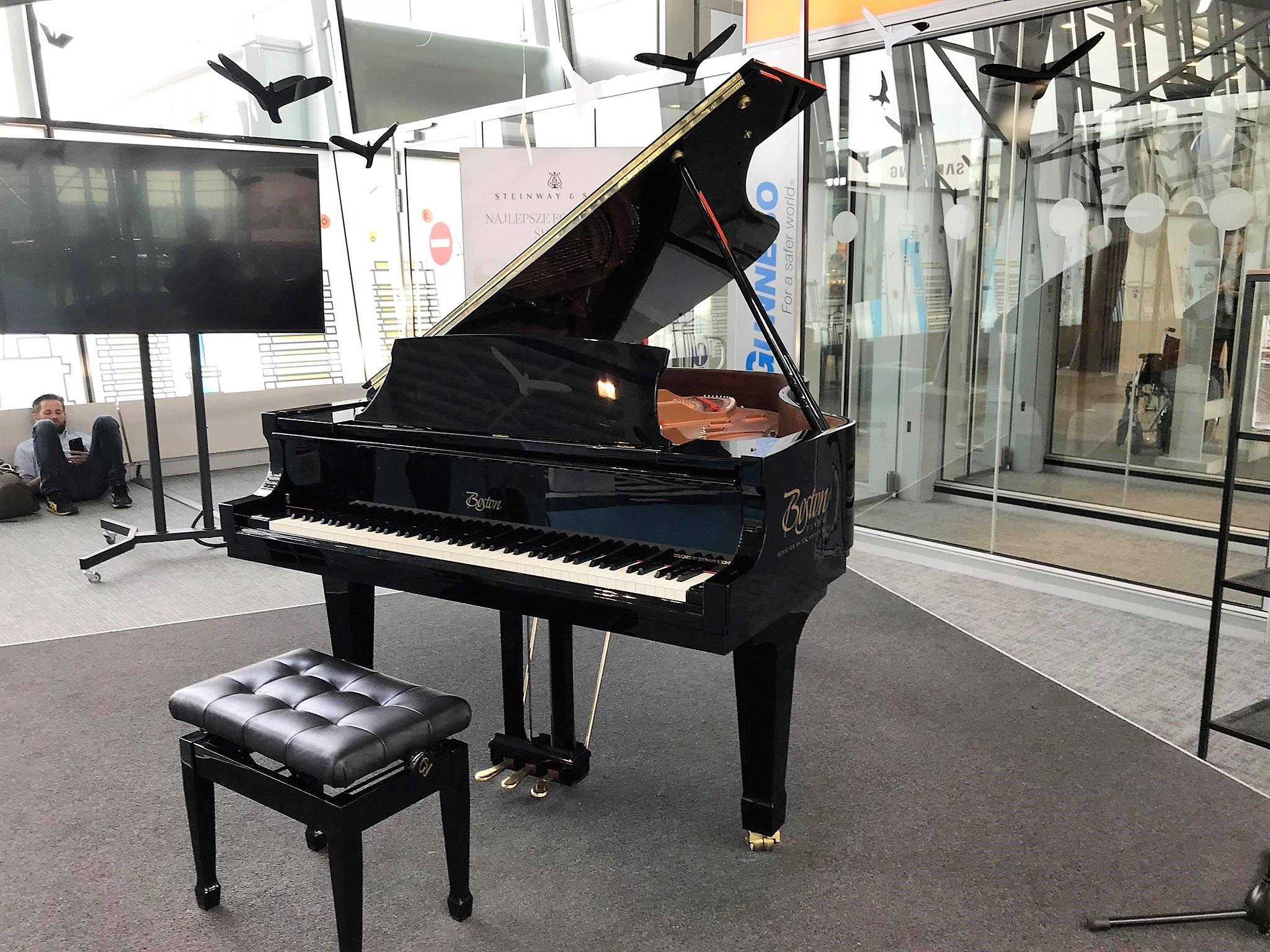 Pianino 2 - atrakcje dla dzieci lotnisko Chopina Warszawa_rodzinnykompas.pl