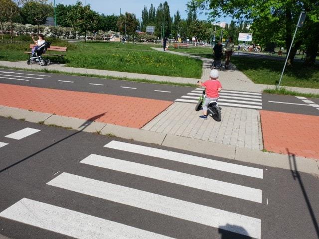 Miasteczko Ruchu Drogowego 4 - atrakcje dla dzieci Poznań - www.rodzinnykompas.pl