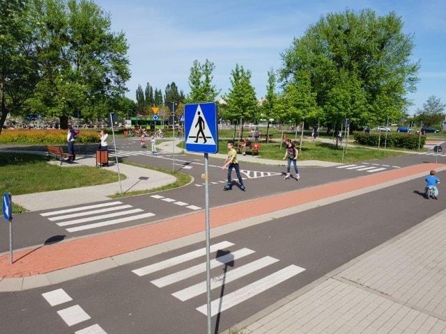 Miasteczko Ruchu Drogowego 3 - atrakcje dla dzieci Poznań - www.rodzinnykompas.pl