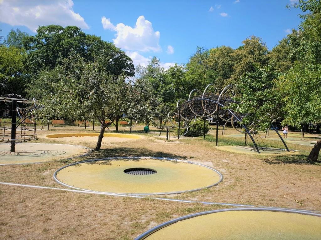 park trampolin - atrakcje dla dzieci Warszawa - Rodzinny Kompas