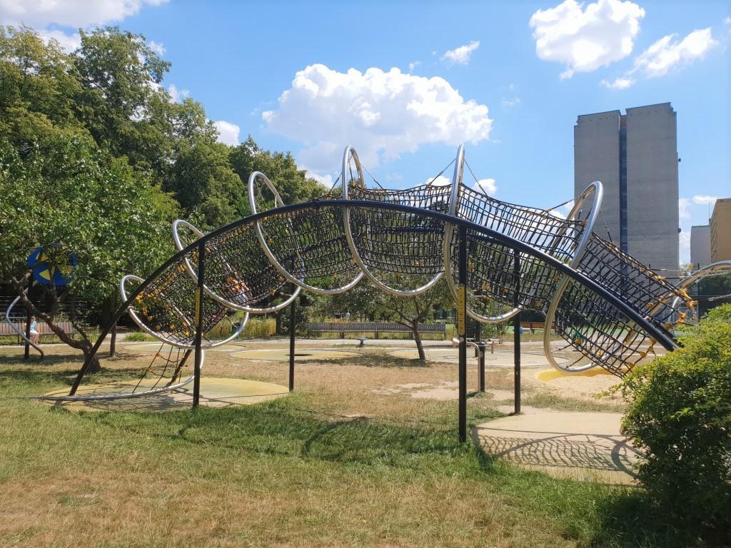 Park trampolin AWF - plac zabaw - atrakcje dla dzieci Warszawa - Rodzinny Kompas 1