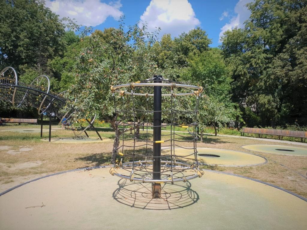 Park trampolin AWF - plac zabaw - atrakcje dla dzieci Warszawa - Rodzinny Kompas 6