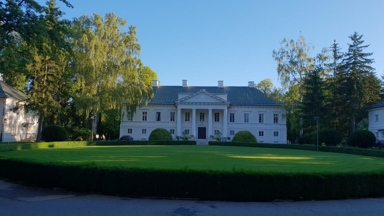 Pałac Mała Wieś - atrakcje dla dzieci okolice Warszawy - atrakcje dla dzieci Mazowieckie - Rodzinny Kompas