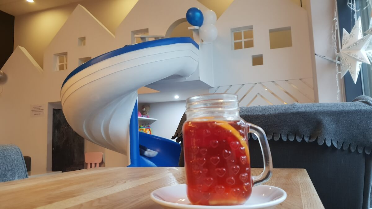 Kawa i zabawa - kawiarnia przyjazna dzieciom warszawa - warszawa z dzieckiem - Rodzinny Kompas 9